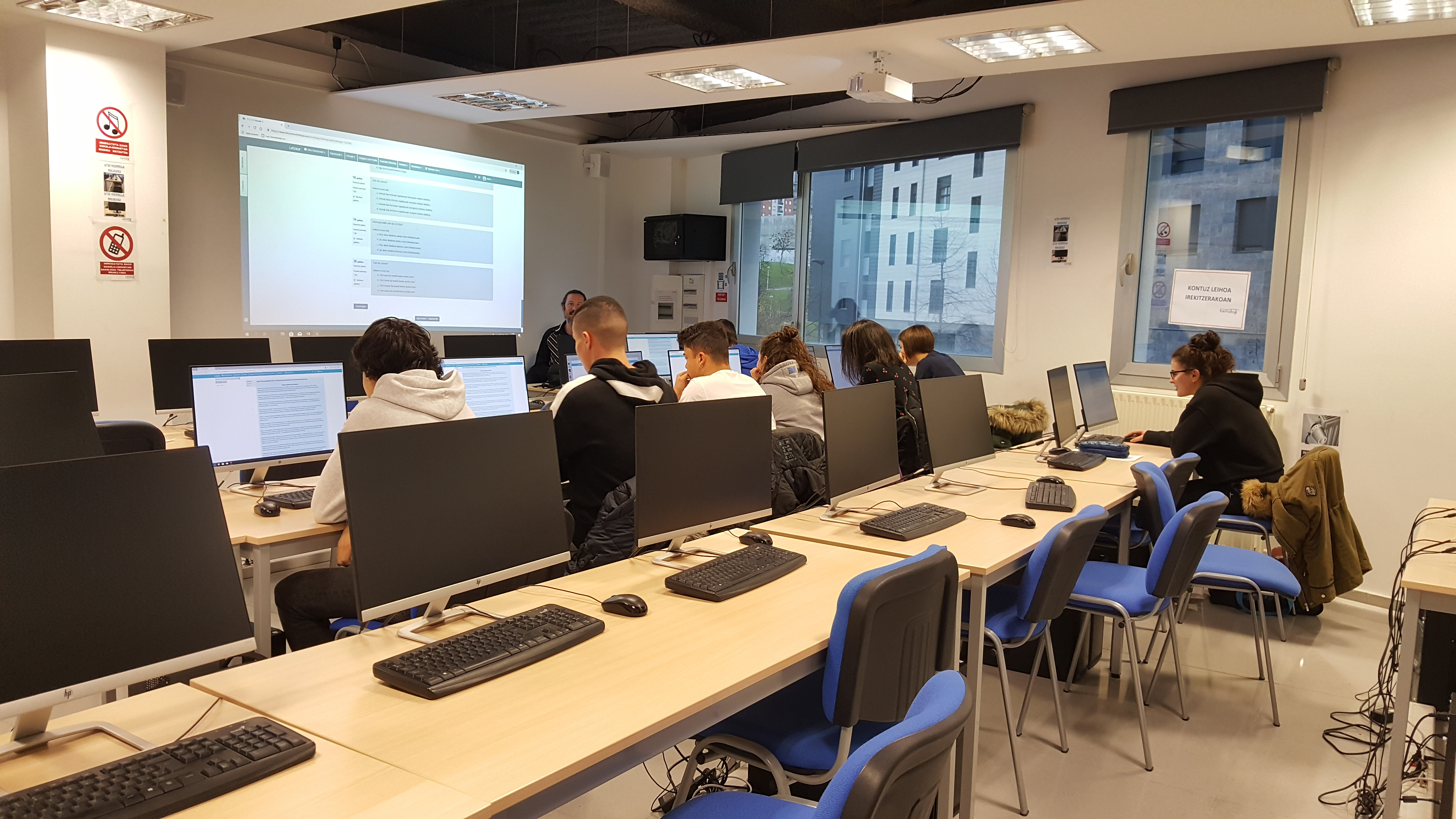 Ha comenzado el curso de euskara para el alumnado de Harrobia